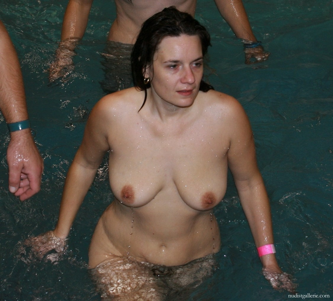 Mature Women Nude Swimming - Nudist Pictures And Photos-2984
