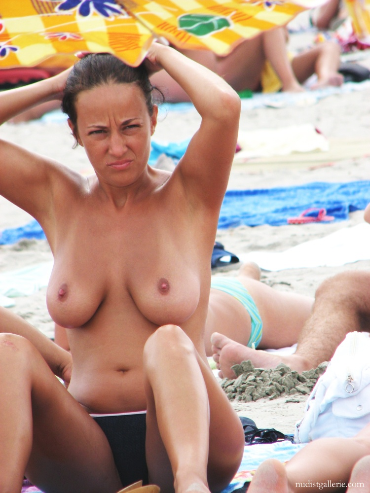 Girls tits pop out
