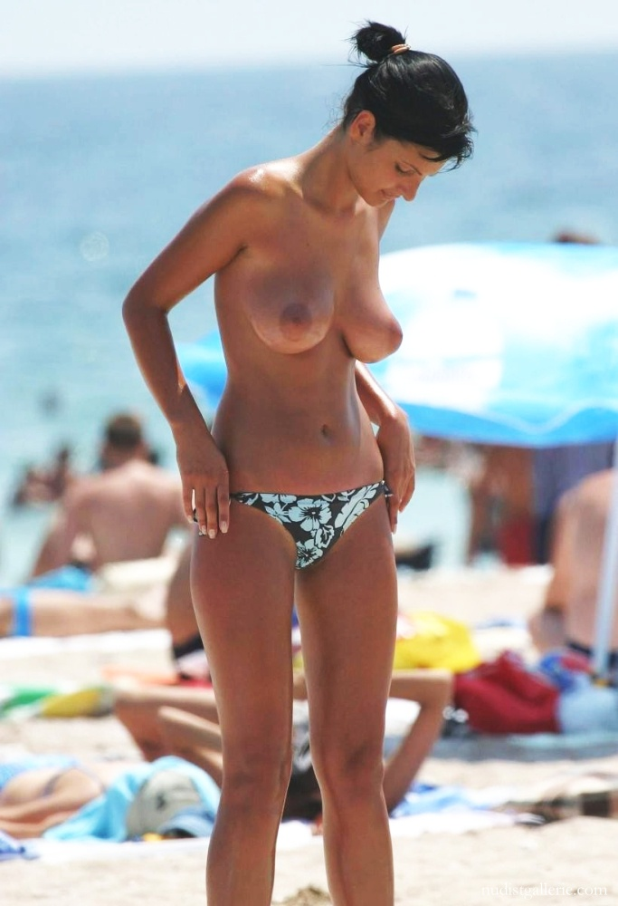 beach Amateur topless
