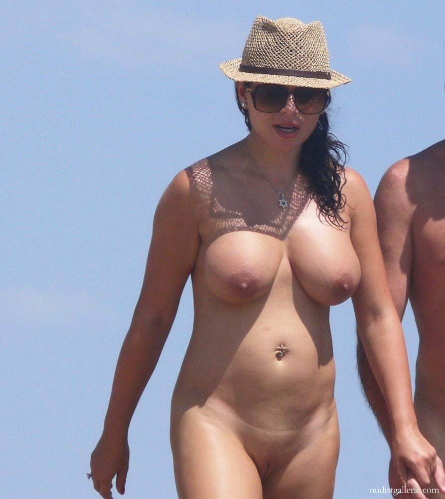 Nudist shaved for beach