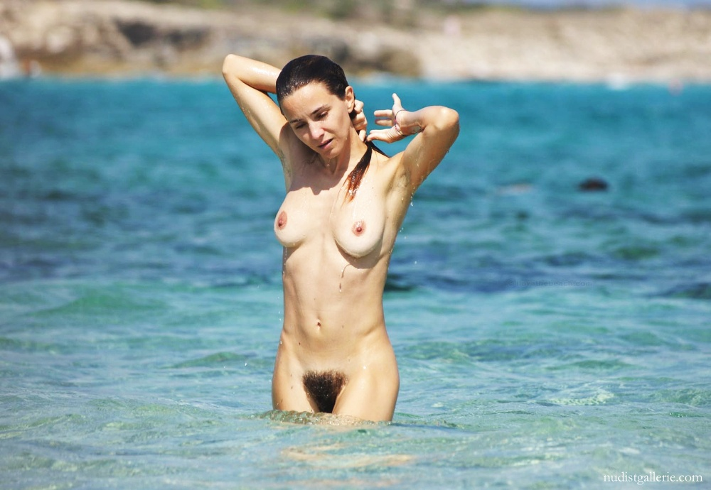 Nude italian beach women