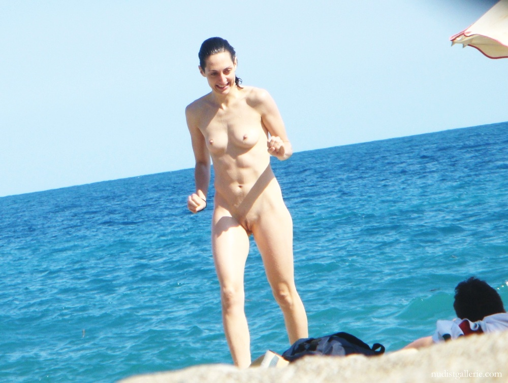 nudist women pictures   shaved female naked at the beach   nudism