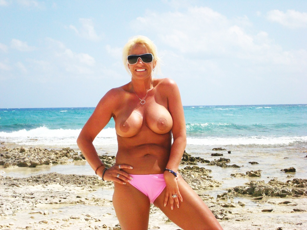 Hot milf girl at beach — photo 10
